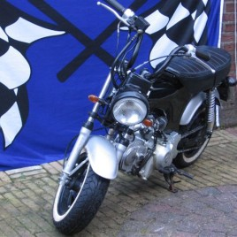 Skyteam motor Dax 125cc lowrider  € 999,-